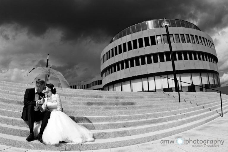 tipps für verliebte hochzeitsfotografie frankfurt nidderau Hanau Taunus Hochzeit im regen wolken