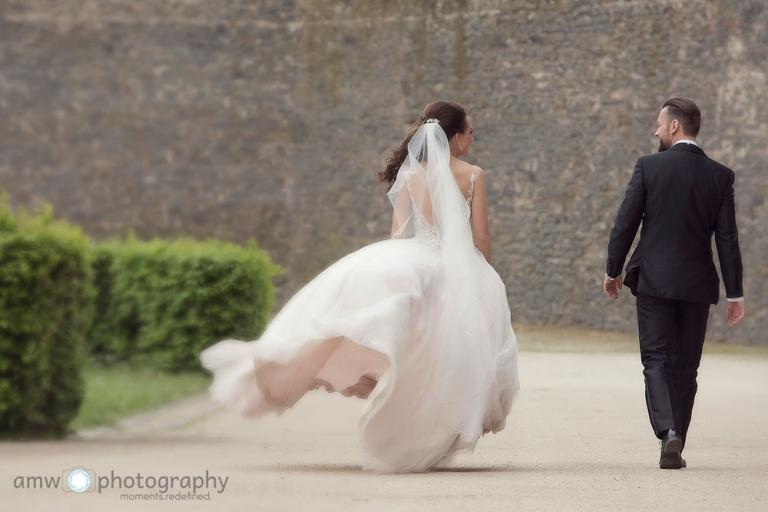 hochzeitsfotografie Hanau Hochzeit nidderau Brautpaar wind