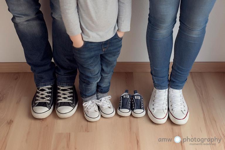 kinderschuhe babyschuhe familienfotografie bauchbilder schwangerenbilder schwangerenfotografie fotograf frankfurt nidderau hanau
