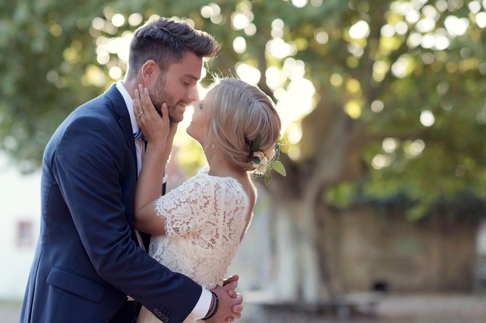 heiraten in hanau hochzeitsfotograf zehntscheune brautpaarbilder im sonnenuntergang zehntscheune goldene stunde