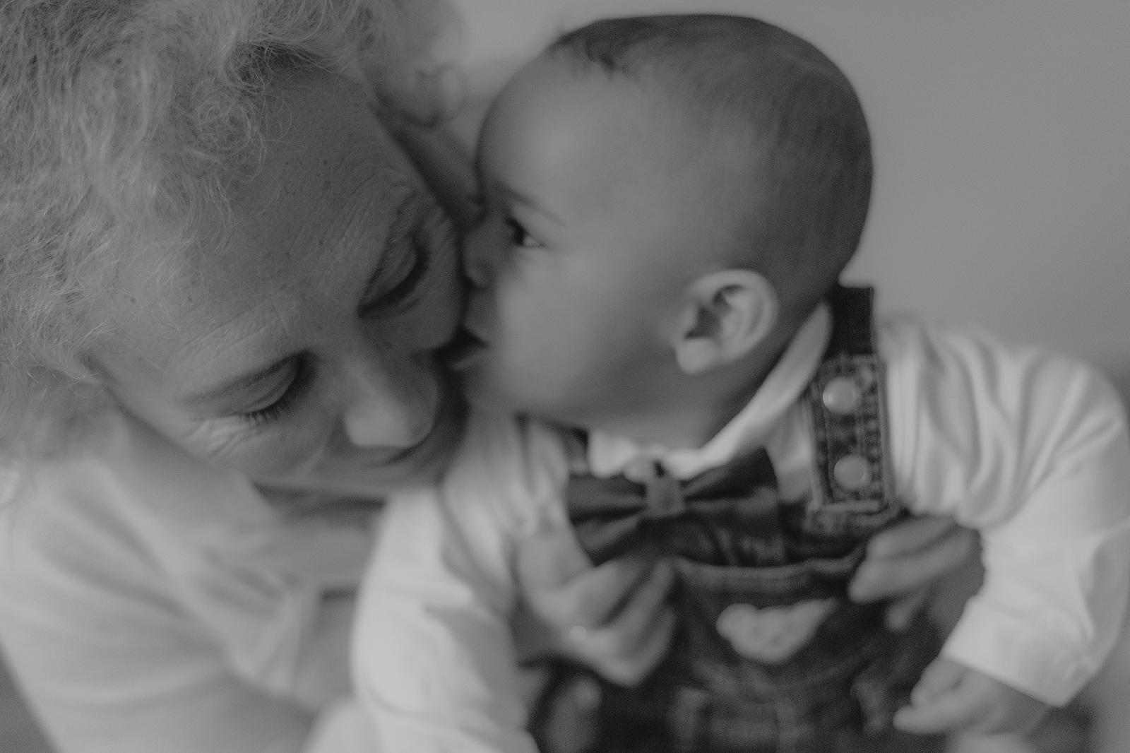 kinderfotograf nidderau babfotografin frankfurt babybilder kinderbilder fotografieren hessen neugeborenenbilder familienbilder bilder mit oma