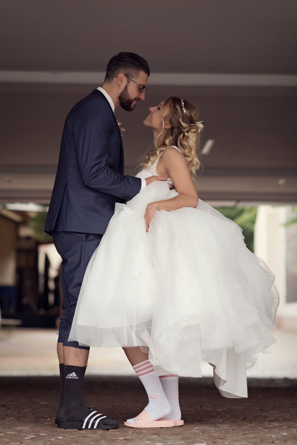 schloß heusenstamm hochzeitsfotograf hochzeit bilder heiraten in frankfurt hochzeitslocation handballer in adiletten lustig persönlich