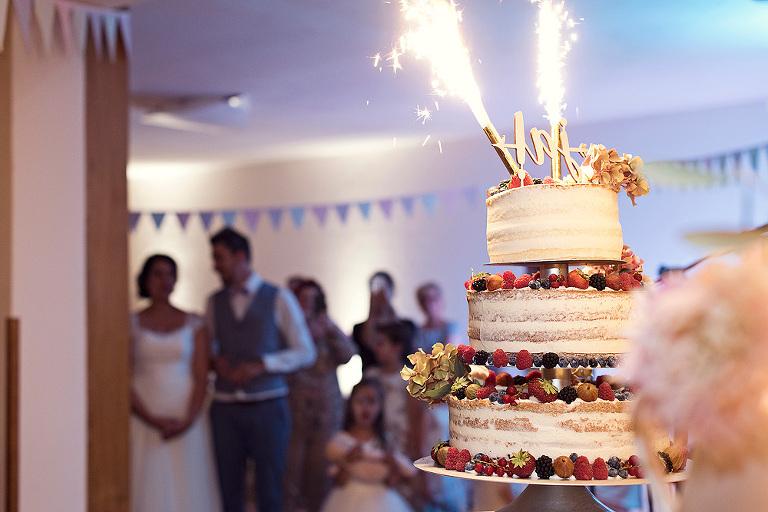 hochzeitstorte anschneiden brauch hochzeitsfotograf frankfurt heiraten freie trauung standesamt hochzeitslocation hühnerhof gründau