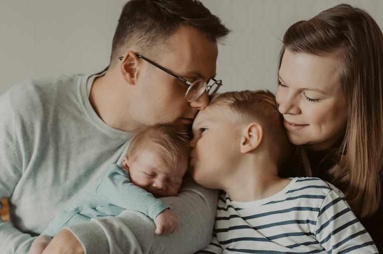 babyfotos frankfurt neugeborenenbilder geschwisterbilder fotos eltern baby fotografin nidderau kinderfotografin hessen hanau