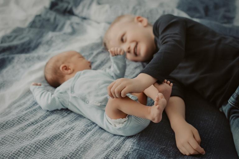 babyfotos hessen babybilder frankfurt babyfotograf nidderau geschwisterbilder neugeborenes fotografie