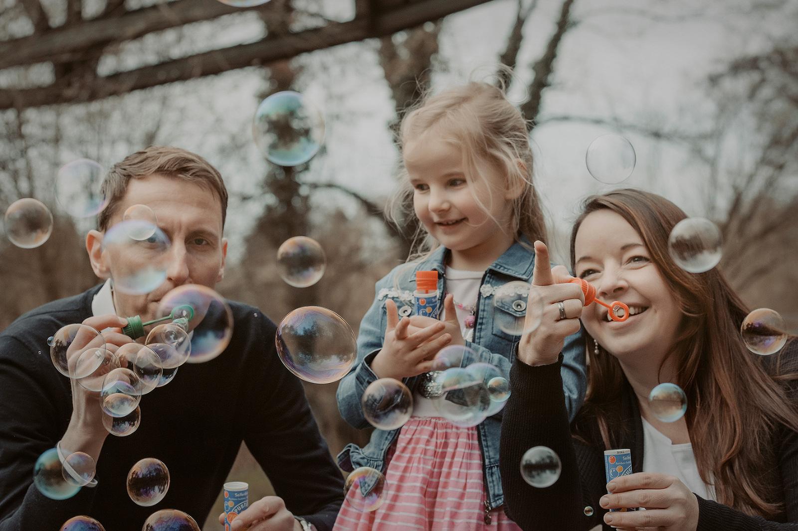 kinderbilder fotografin familienbilder nidderau bruchköbel hessen fotograf frankfurt natürliche familienfotografie